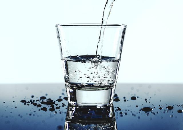 Wasser ist gesund für den gesamten Organismus.