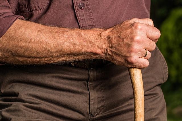 Im Alter produziert die Haut nicht mehr genug Feuchtigkeit.